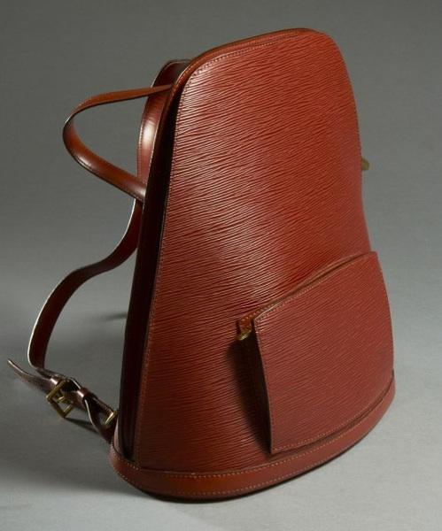 d813389d29 Louis VUITTON Sac à dos en cuir épis brun, bretelles en veau, fermeture  éclair en laiton doré sur la longueur, poche extérieure zippée, poche  intérieure, ...
