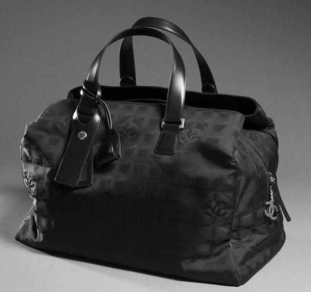 01ccb3bc5e CHANEL Sac week end en nylon siglé noir à effet de carreaux, deux grandes  poches extérieur zippées, cadenas - porte adresse. Etat neuf.